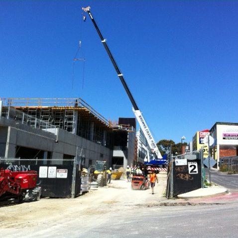 30 tonne slew crane for hire (1)